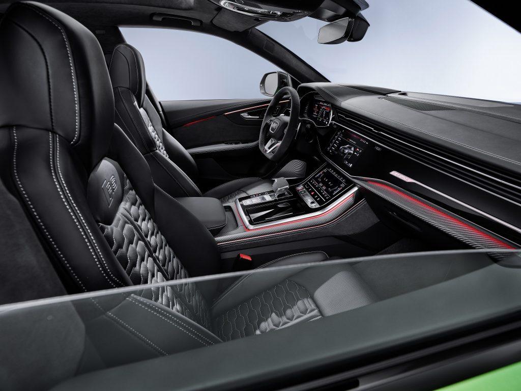 Новый Audi RS Q8, передние сиденья