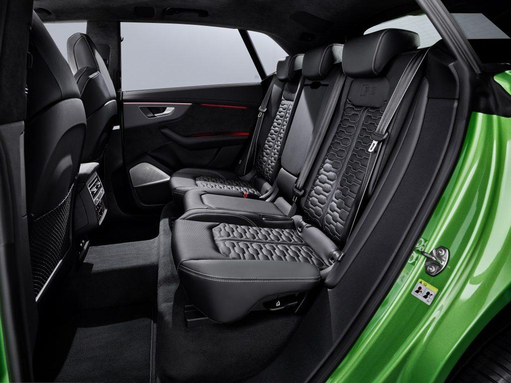 Новый Audi RS Q8, задние сиденья