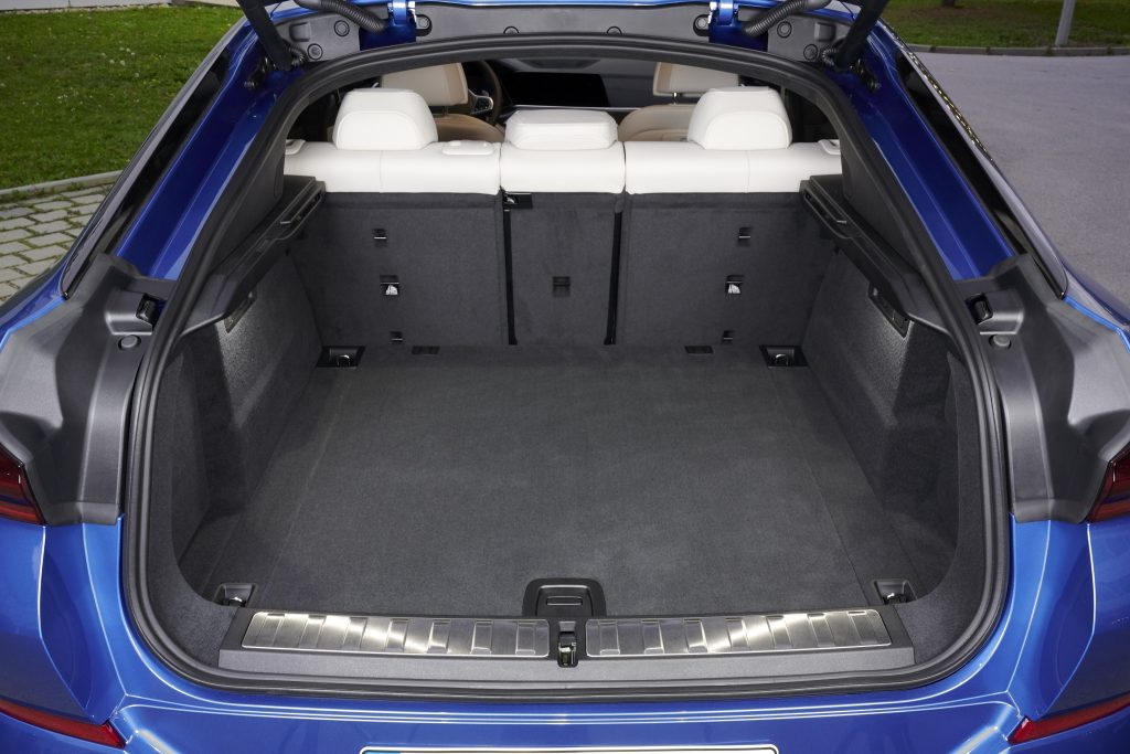 BMW X6 2020, багажник