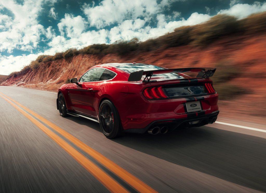 Новый Ford Mustang Shelby GT500, вид сзади