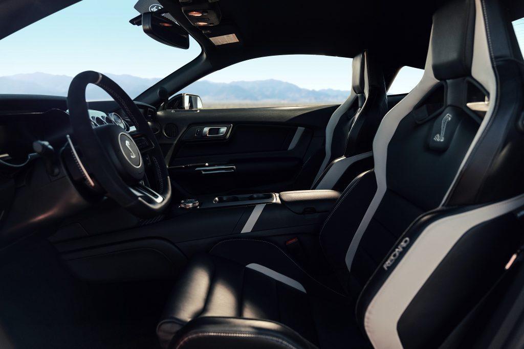Shelby GT500 2020, передние сиденья