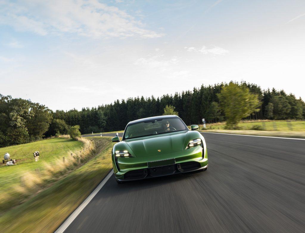 Porsche Taycan 2020, вид спереди