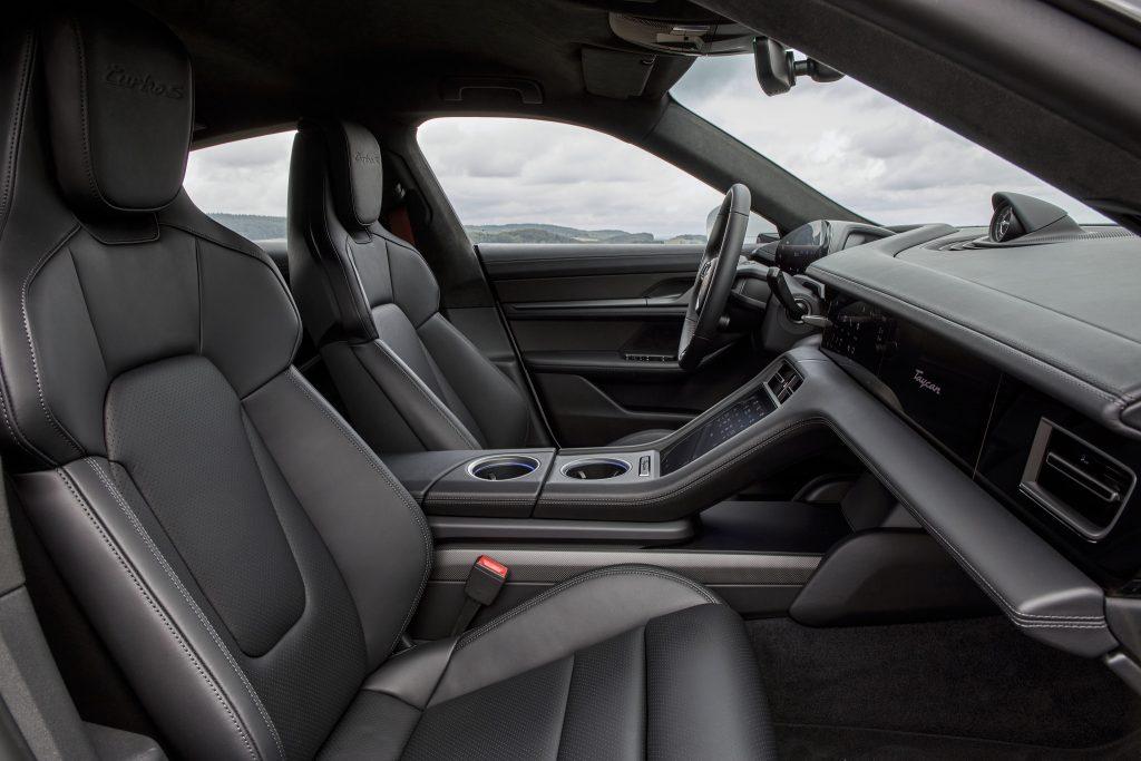Новый Porsche Taycan, передние сиденья