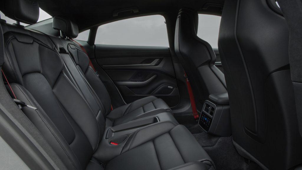 Новый Porsche Taycan, задние сиденья