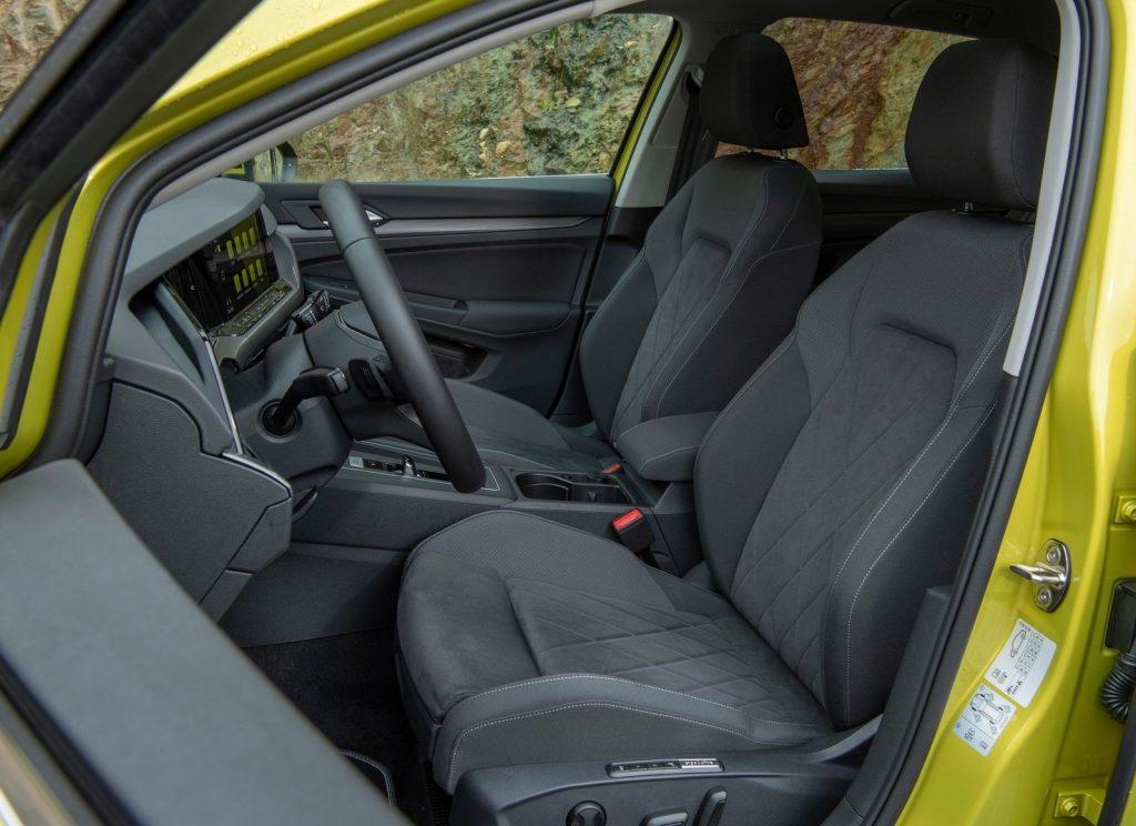 Новый Volkswagen Golf, передние сиденья