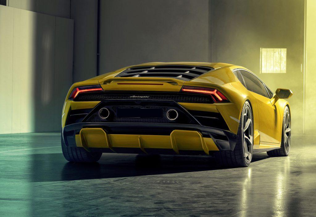Lamborghini Huracan Evo RWD, вид сзади
