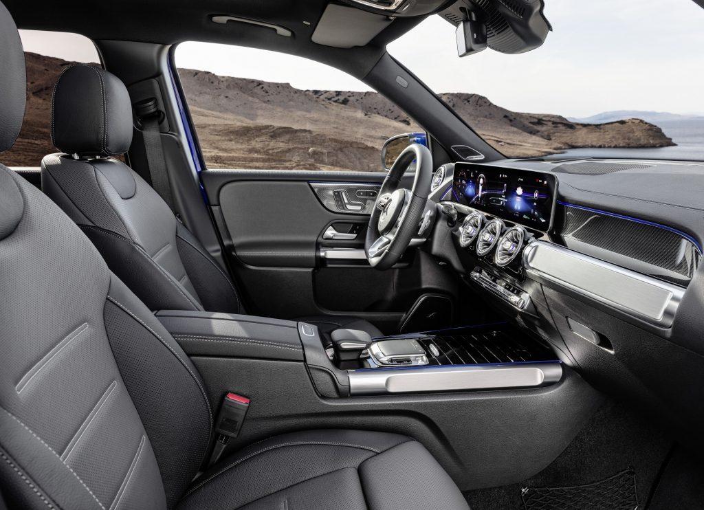 Новый Mercedes-Benz GLB, передние сиденья