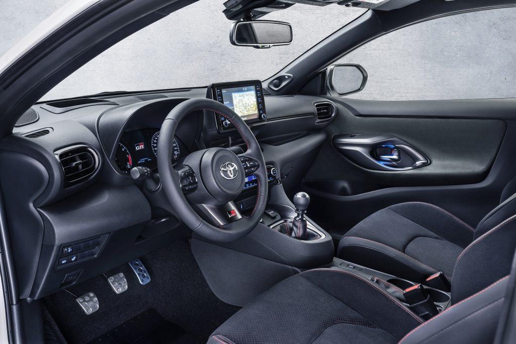 Новый Toyota GR Yaris, передняя панель