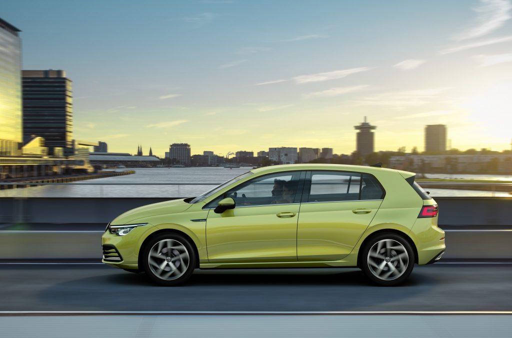 Volkswagen Golf 2020, вид сбоку