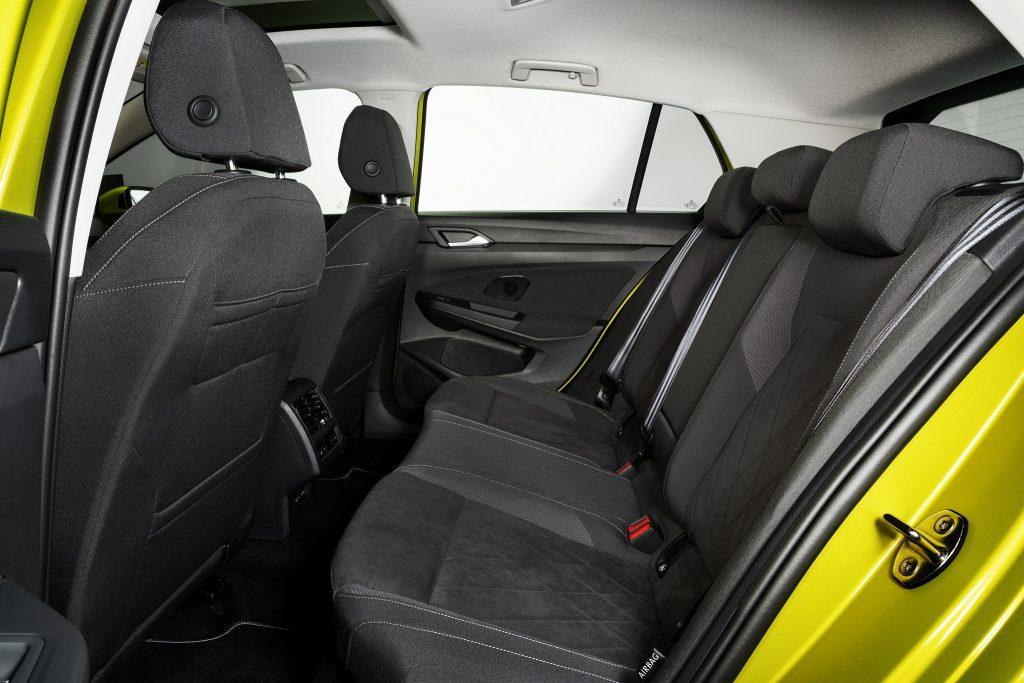 Volkswagen Golf 2020, задние сиденья