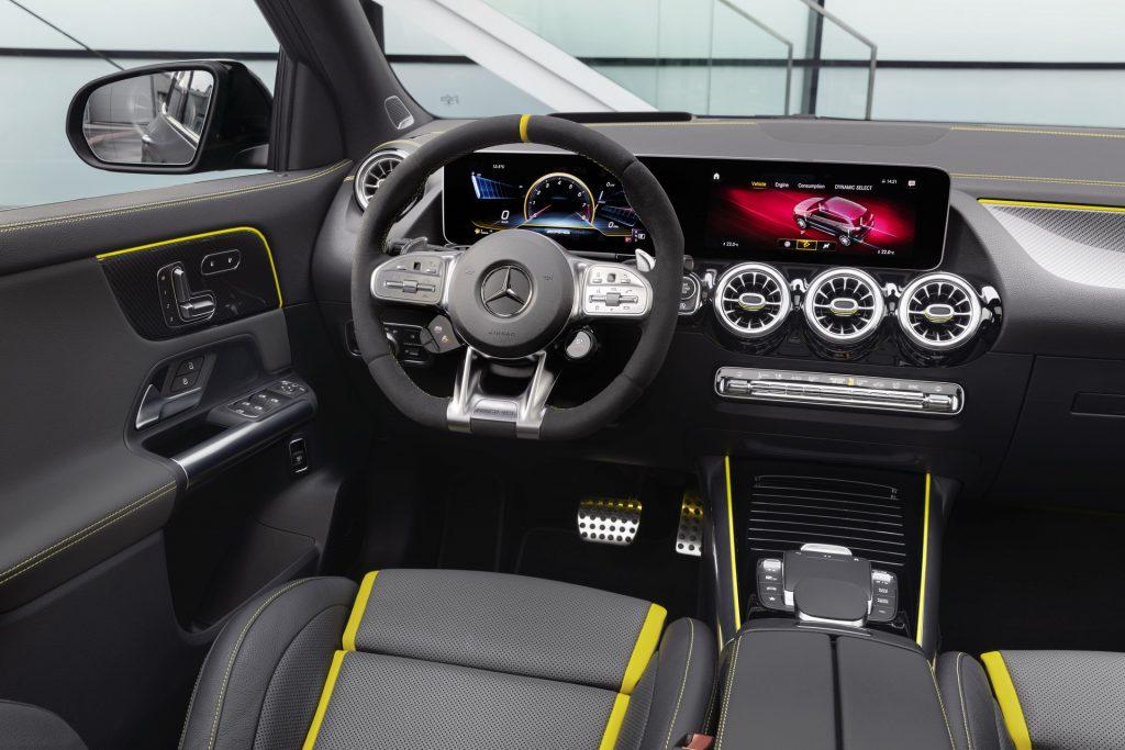 Mercedes-AMG GLA45, передняя панель