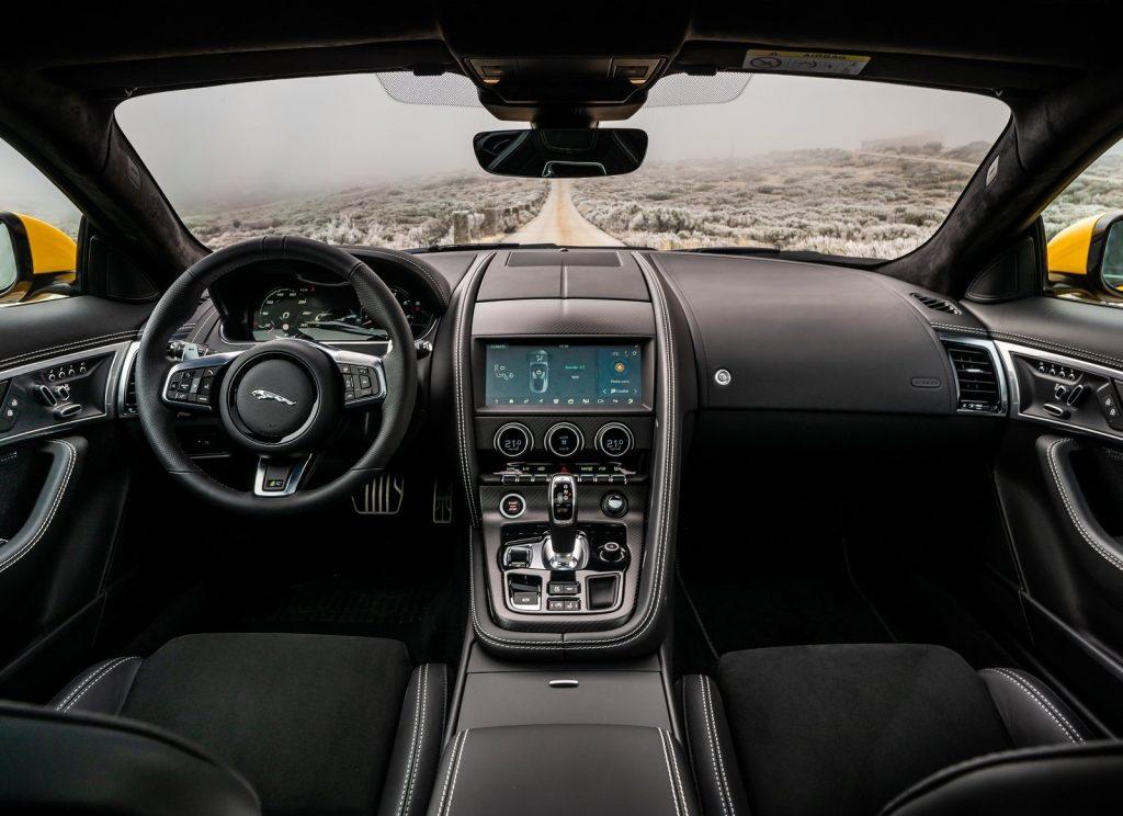 Jaguar F-Type 2020, передняя панель