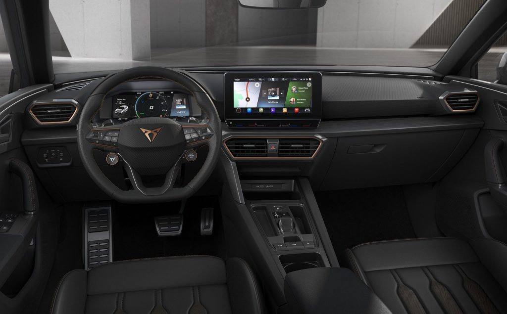 Новый Cupra Leon, передняя панель