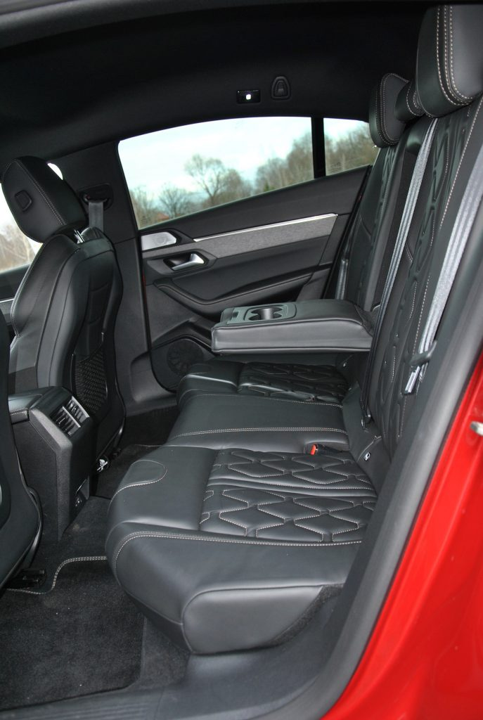 Peugeot 508 2020, задние сиденья