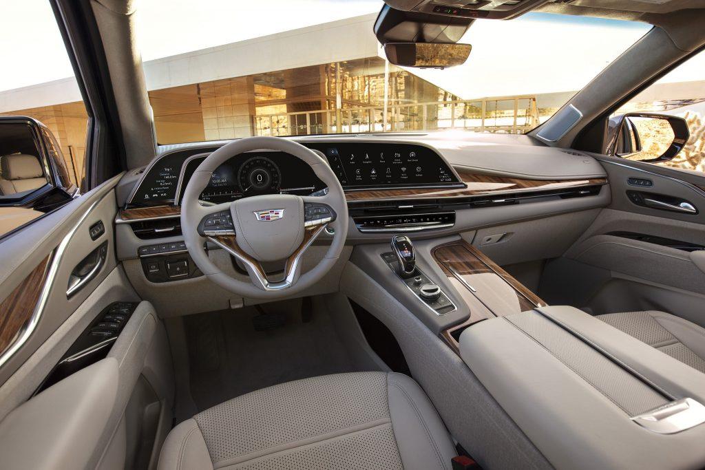 Cadillac Escalade 2020, передняя панель