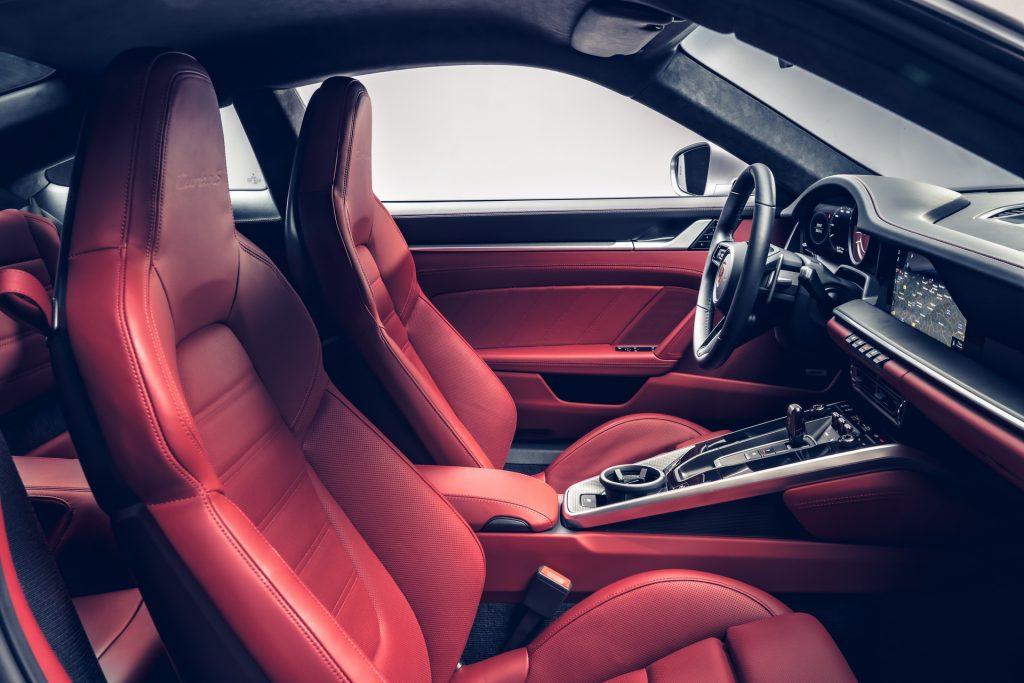 Новый Porsche 911 Turbo, передние сиденья