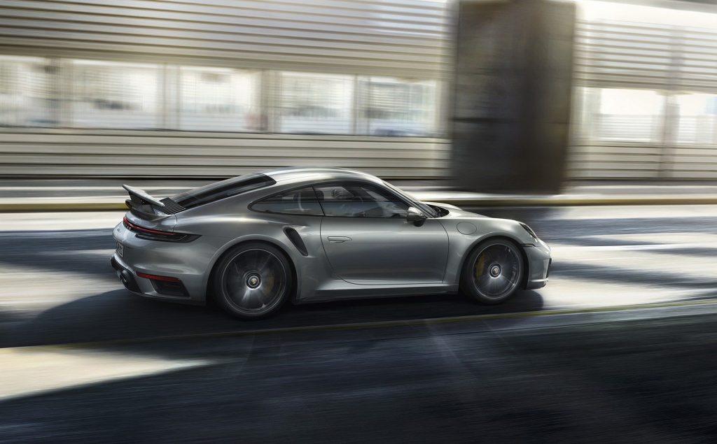 Porsche 911 Turbo 2020, вид сбоку