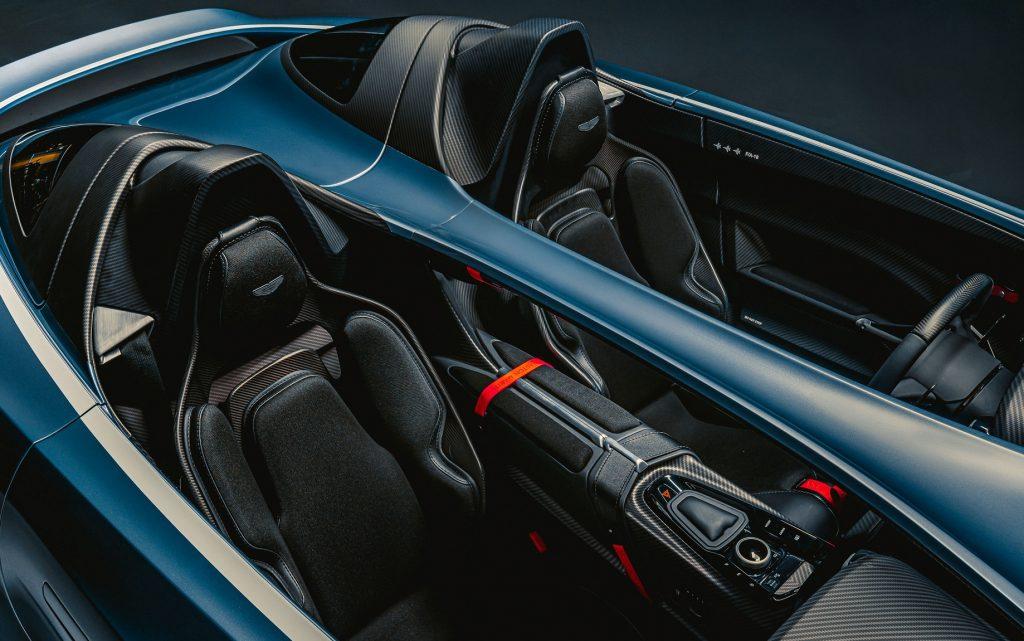 Aston Martin V12 Speedster 2020, сиденья