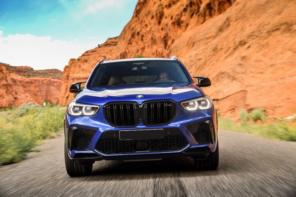 BMW X5M 2020, вид спереди