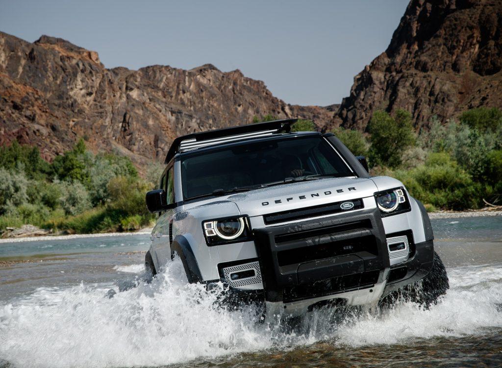 Land Rover Defender 2020, вид спереди