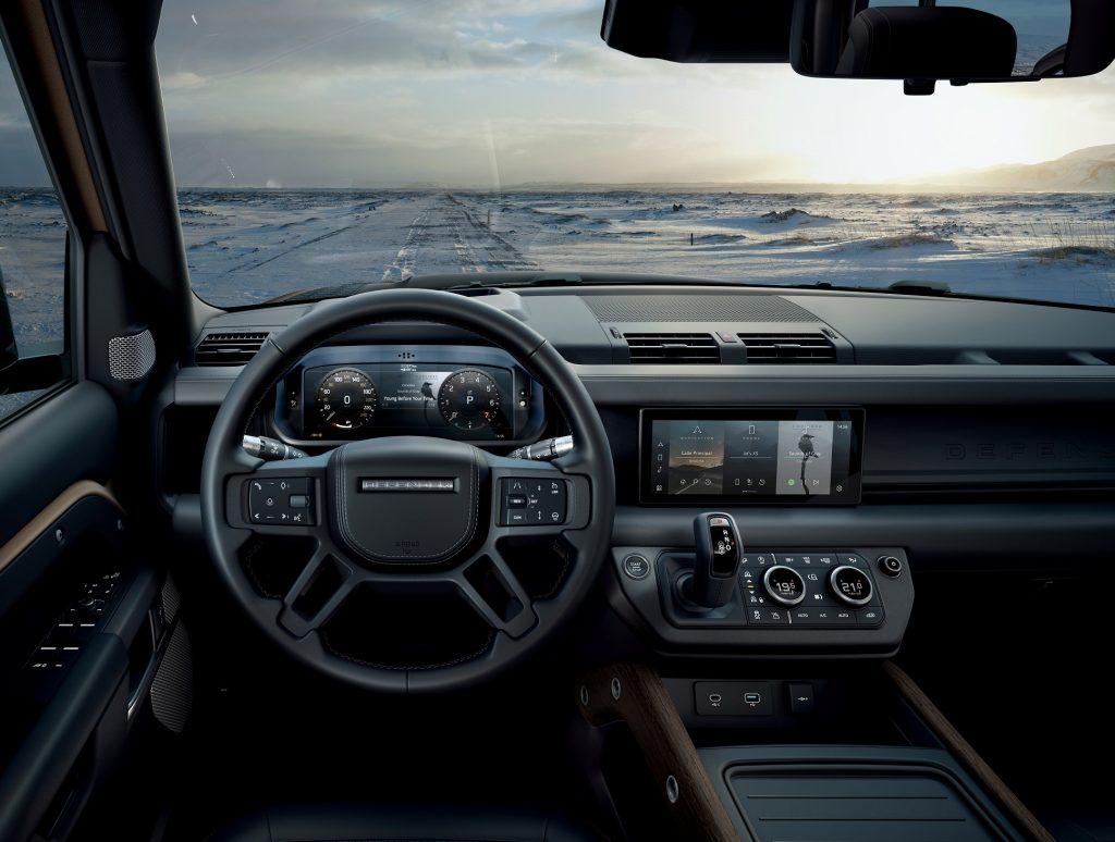 Новый Land Rover Defender, передняя панель
