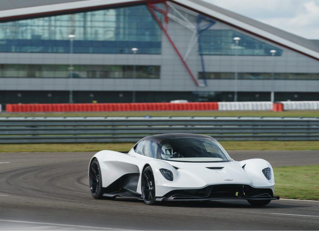 Aston Martin Valhalla 2020, вид спереди