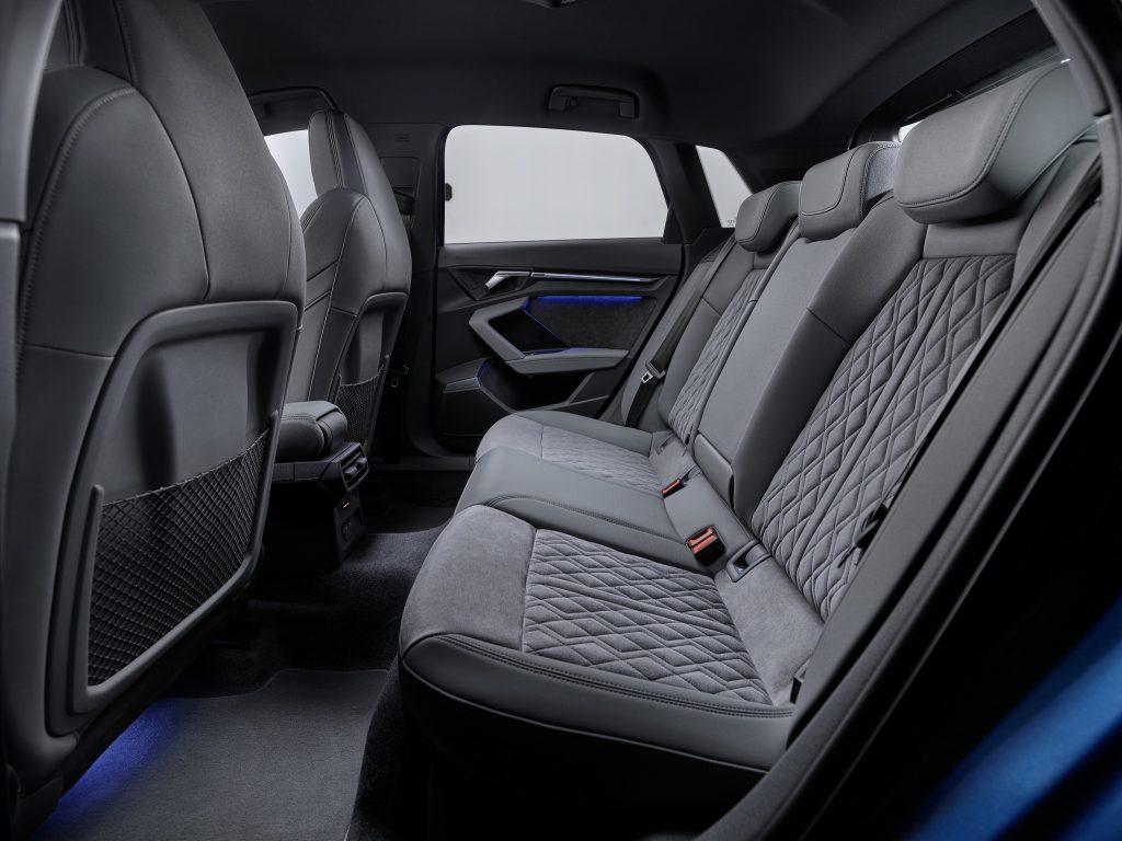 Audi A3 2020, задние сиденья