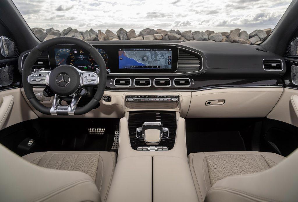 Новый Mercedes-AMG GLE63, передняя панель