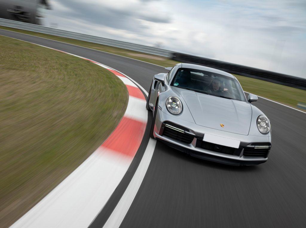 Porsche 911 Turbo S 2020, вид спереди