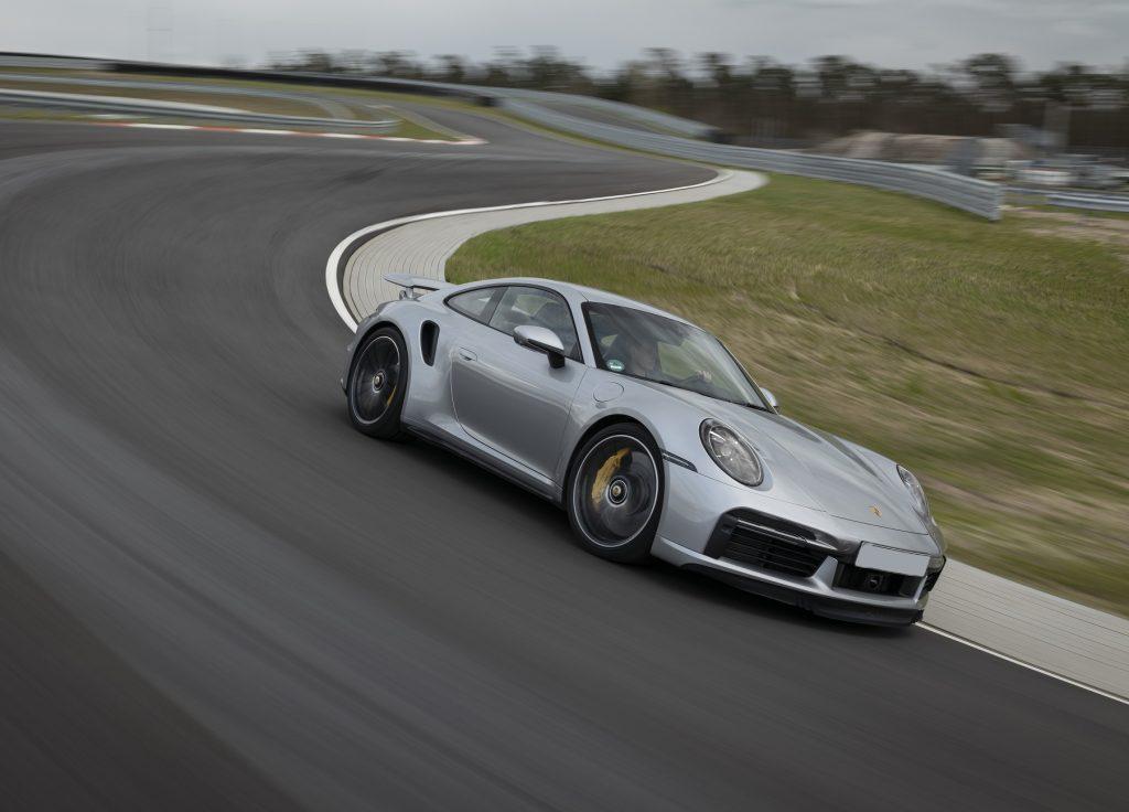 Porsche 911 Turbo, вид на переднюю диагональ