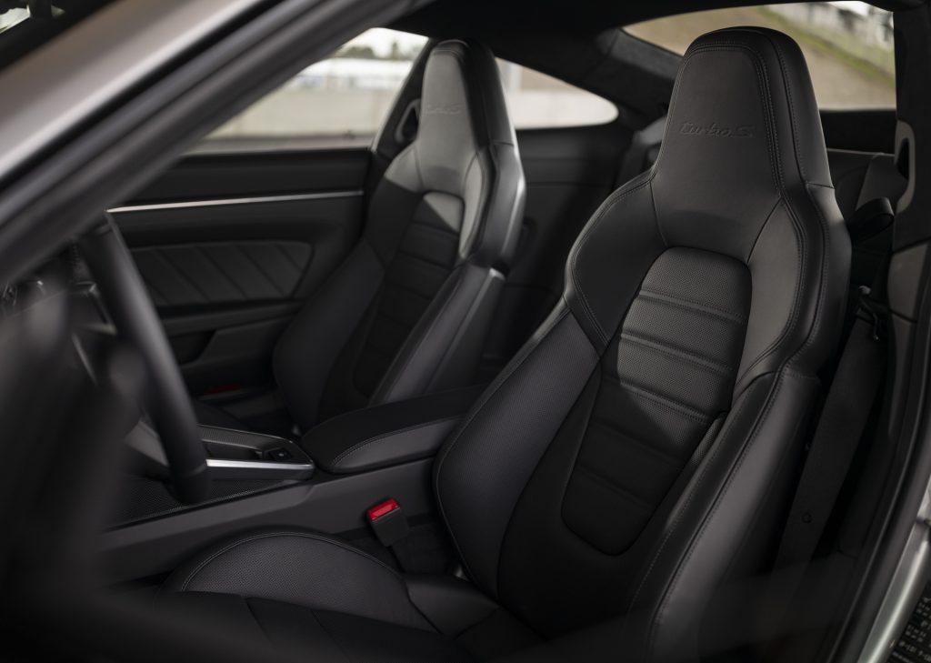 Porsche 911 Turbo S, передние сиденья
