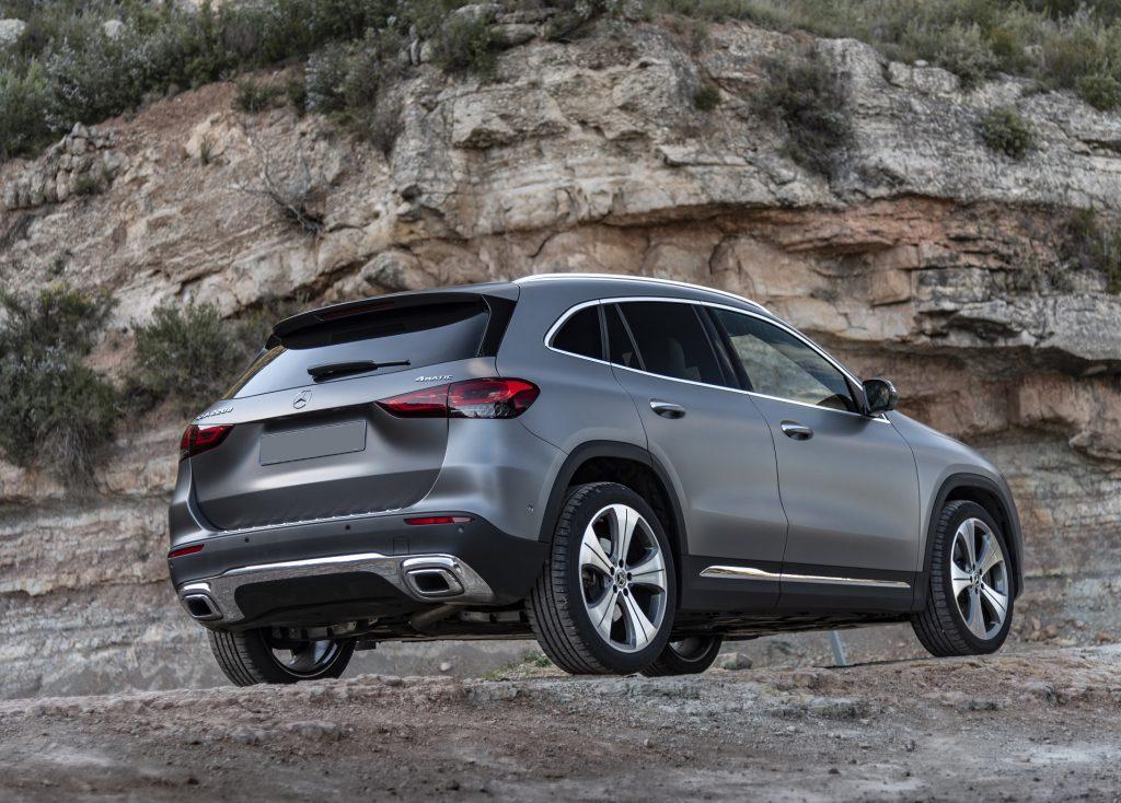 Новый Mercedes-Benz GLA, вид сзади