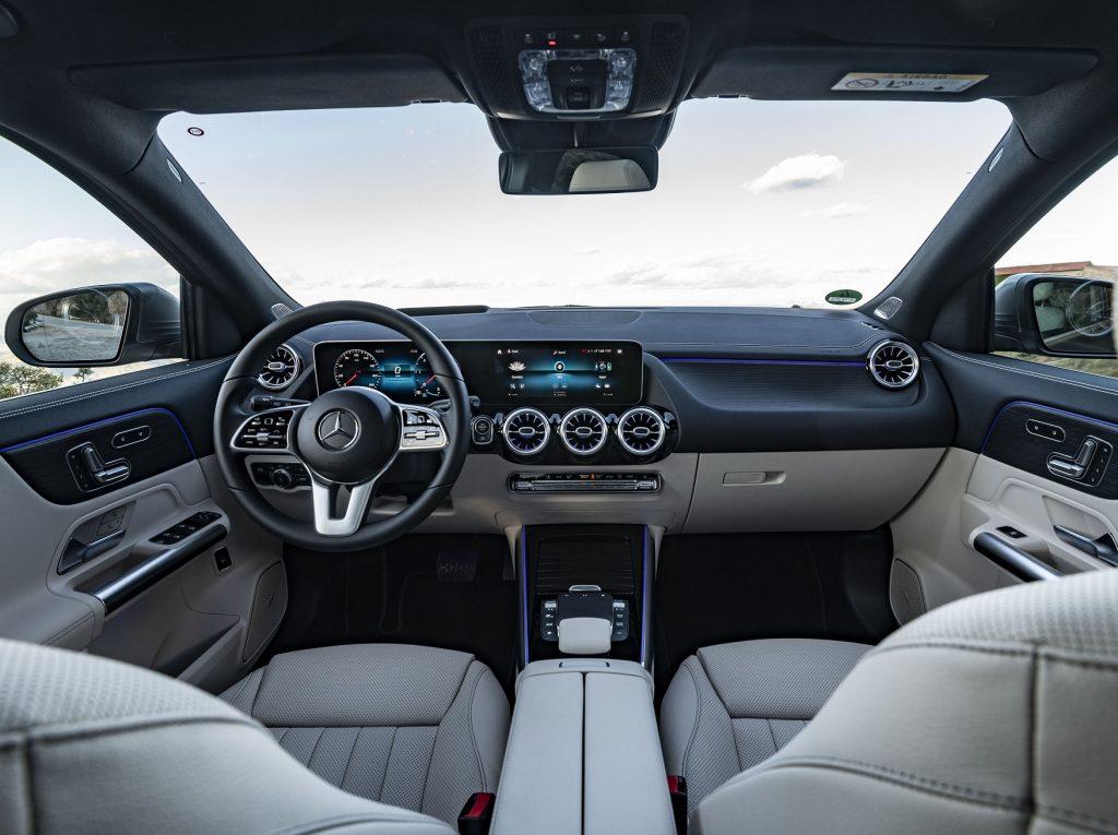 Новый Mercedes-Benz GLA, передняя панель