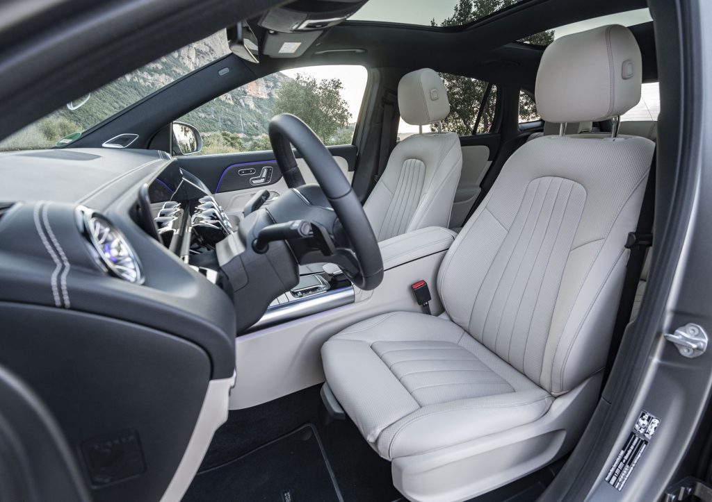 Mercedes-Benz GLA, передние сиденья