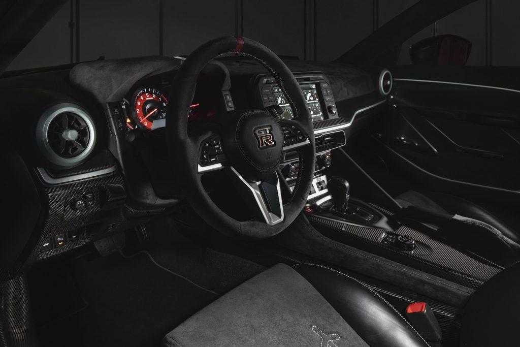 Nissan GT-R50, передняя панель