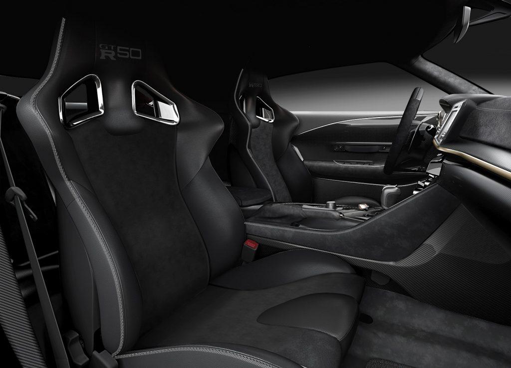 Новый Nissan GT-R50, передние сиденья
