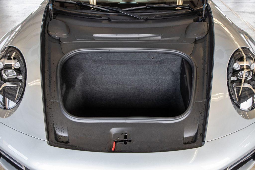 Porsche 911 Turbo S 2020, багажник