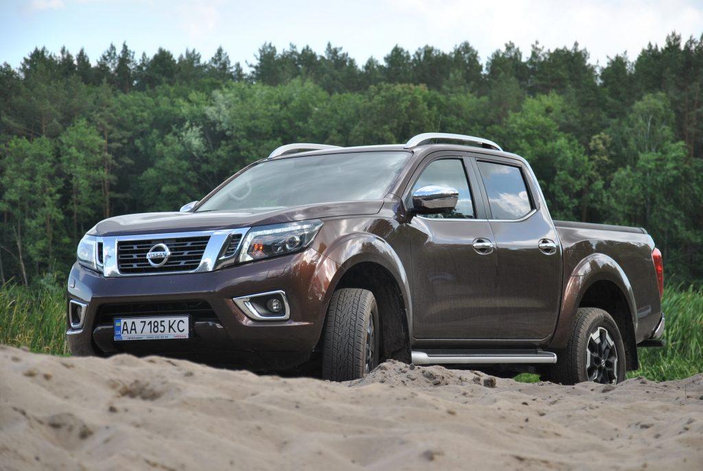 Nissan Navara 2020 на бездорожье