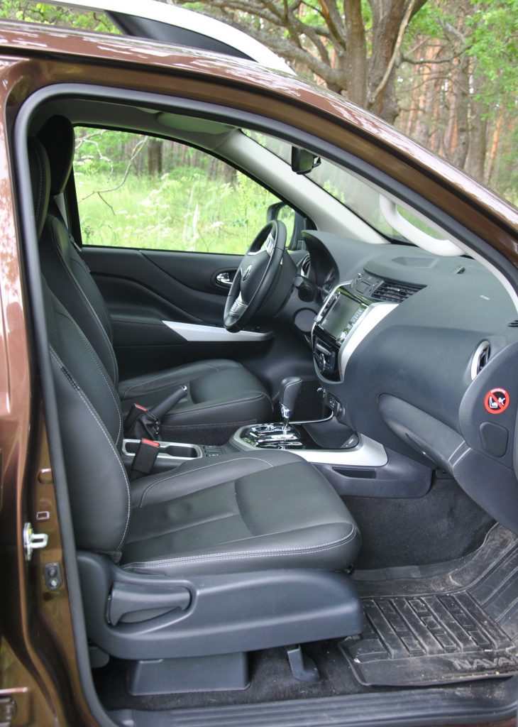 Новый Nissan Navara, передние сиденья
