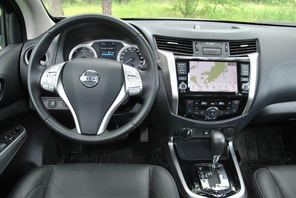 Новый Nissan Navara, передняя панель