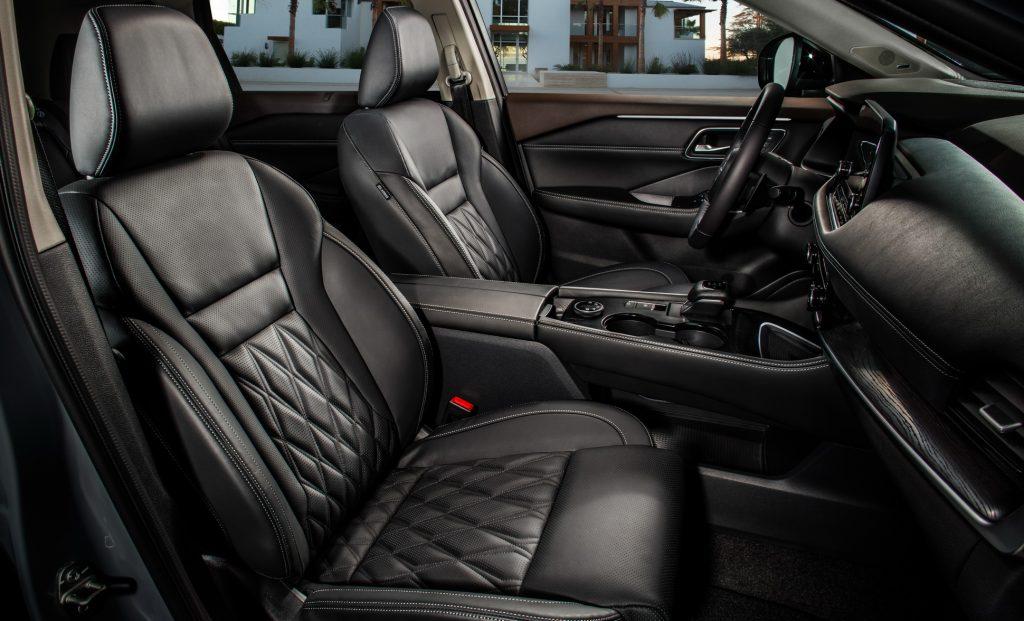 Nissan X-Trail, передние сиденья