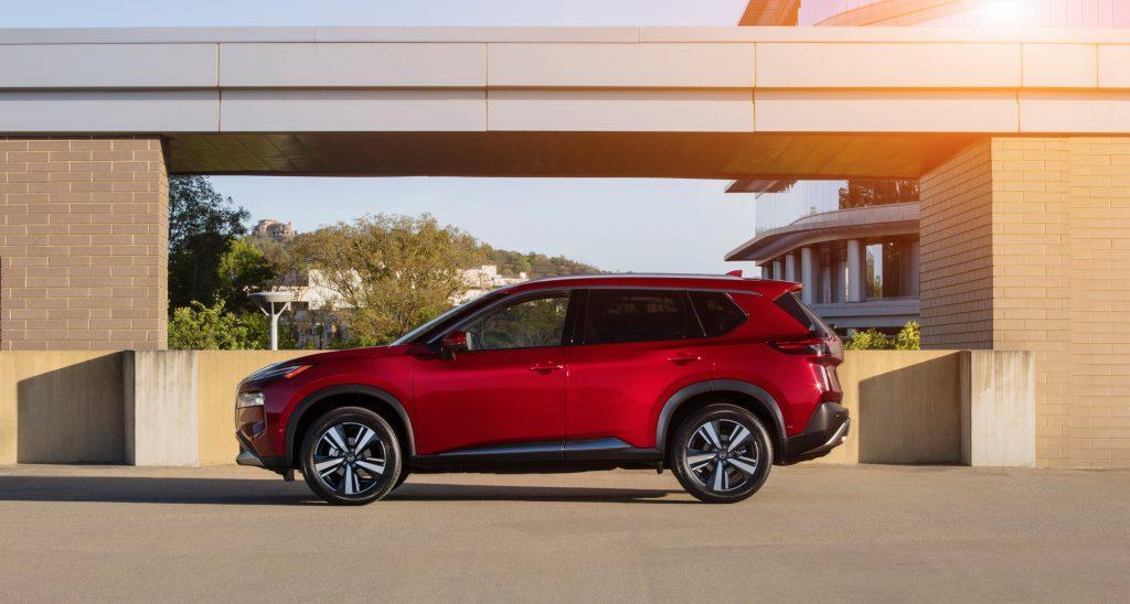 Nissan X-Trail 2020, вид сбоку