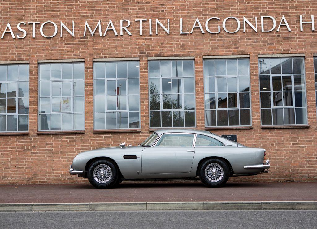 Aston Martin DB5 2020, вид сбоку