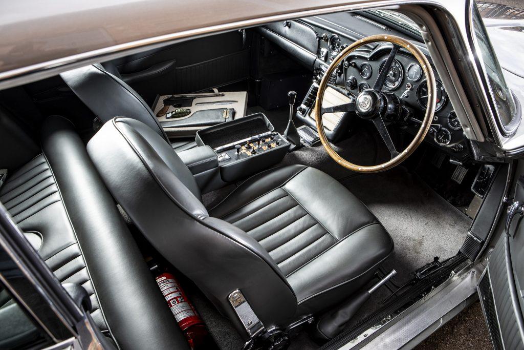 Aston Martin DB5, салон