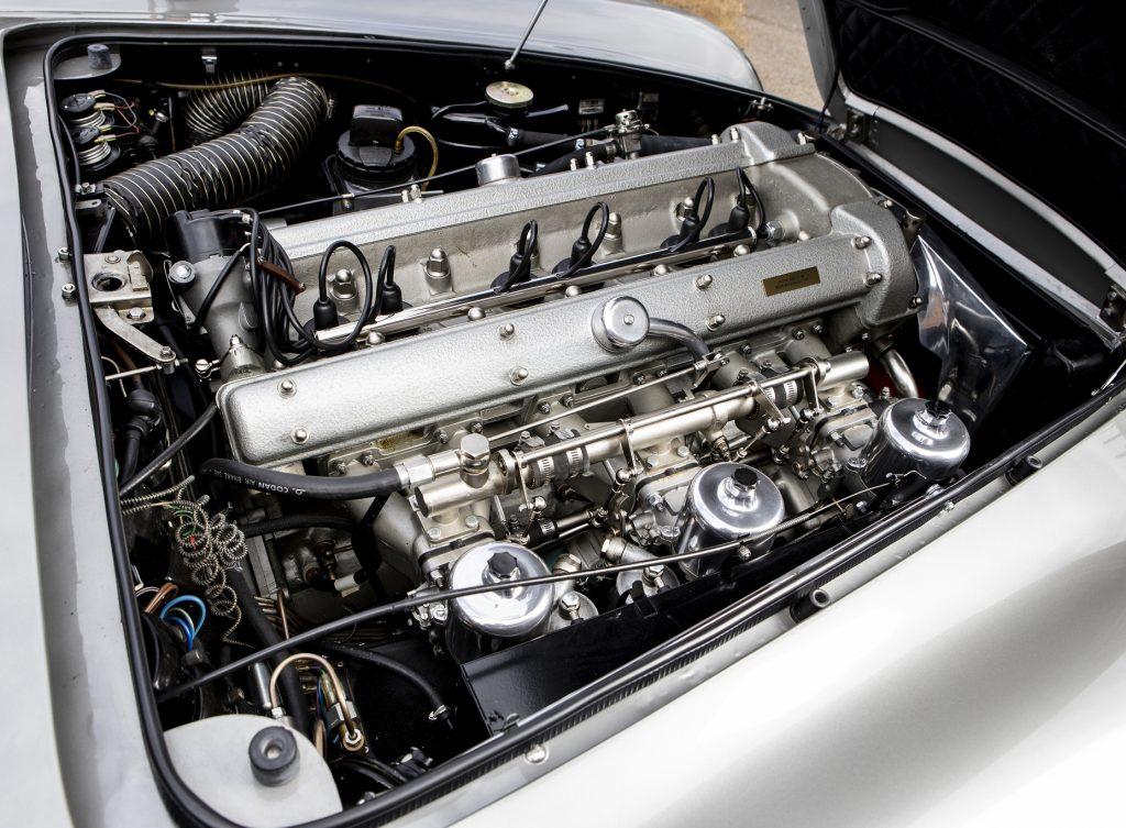 Aston Martin DB5, двигатель