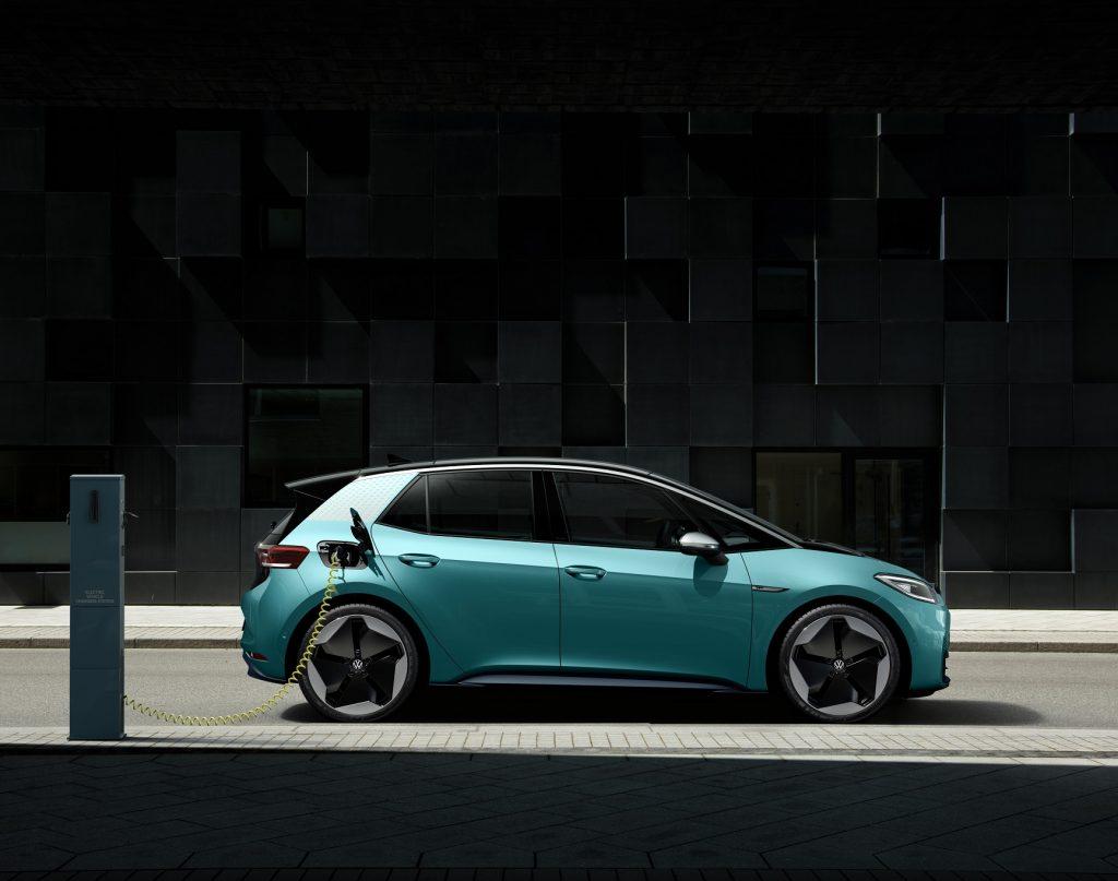 Volkswagen ID.3 2020, вид сбоку