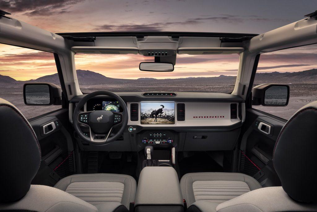Ford Bronco 2020, передняя панель