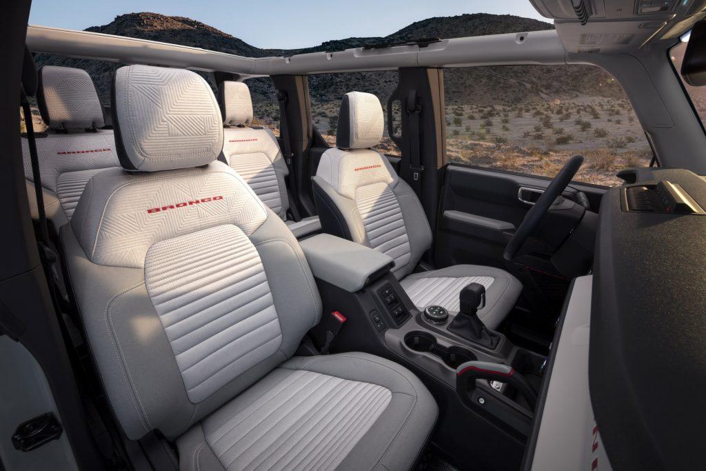 Новый Ford Bronco, передние сиденья