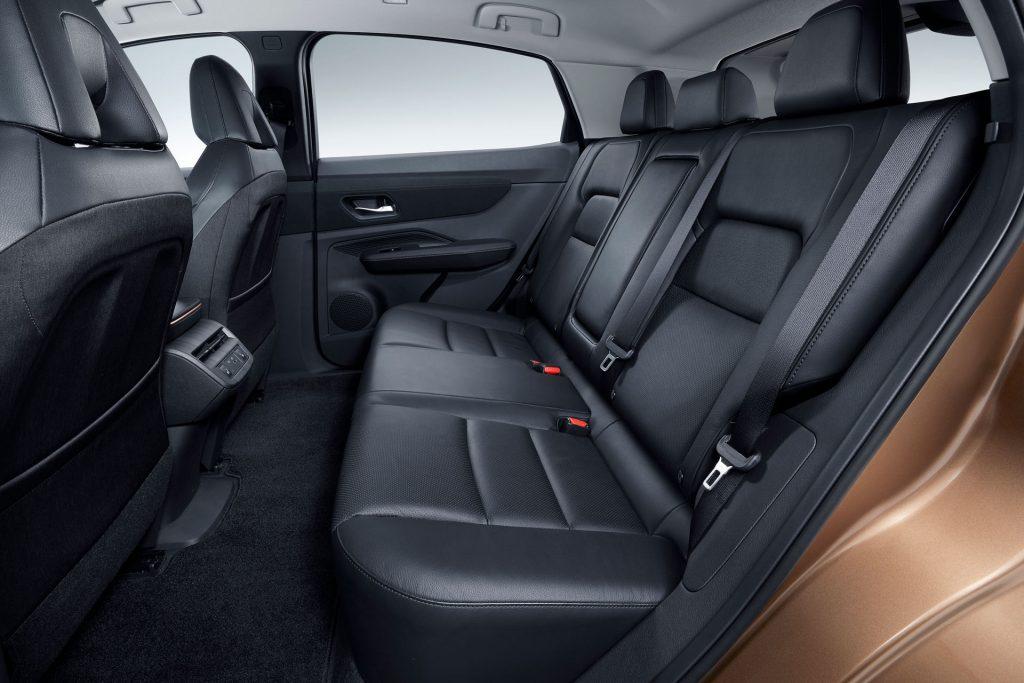 Новый Nissan Ariya, задние сиденья