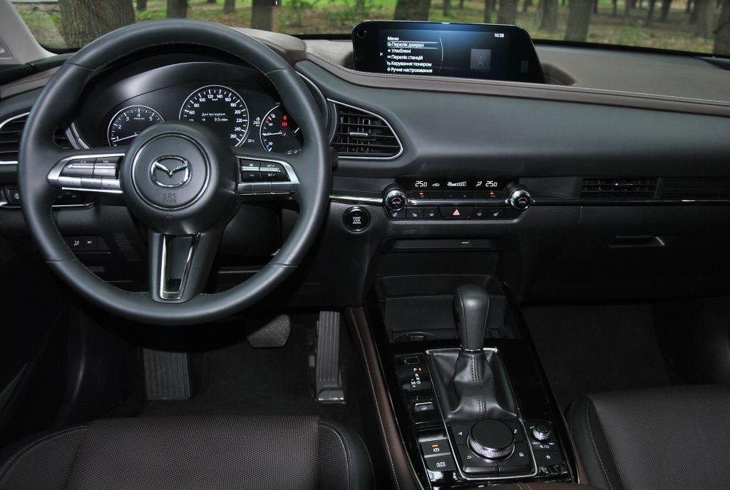 Новая Mazda CX-30, передняя панель